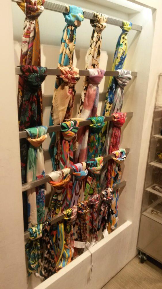 Foulards de Bimba y Lola en la tienda de Serrano