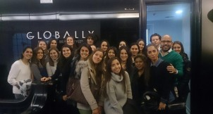 Alumnos de 1º CGM en la sede de Globally