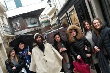 Alumnos paseando por las calles de A Coruña