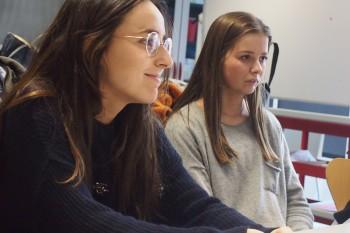 Mar, alumna de 3º Publicidad y CGModa y Rocio, alumna de 1º Publicidad y CGModa. Foto: CGModa.