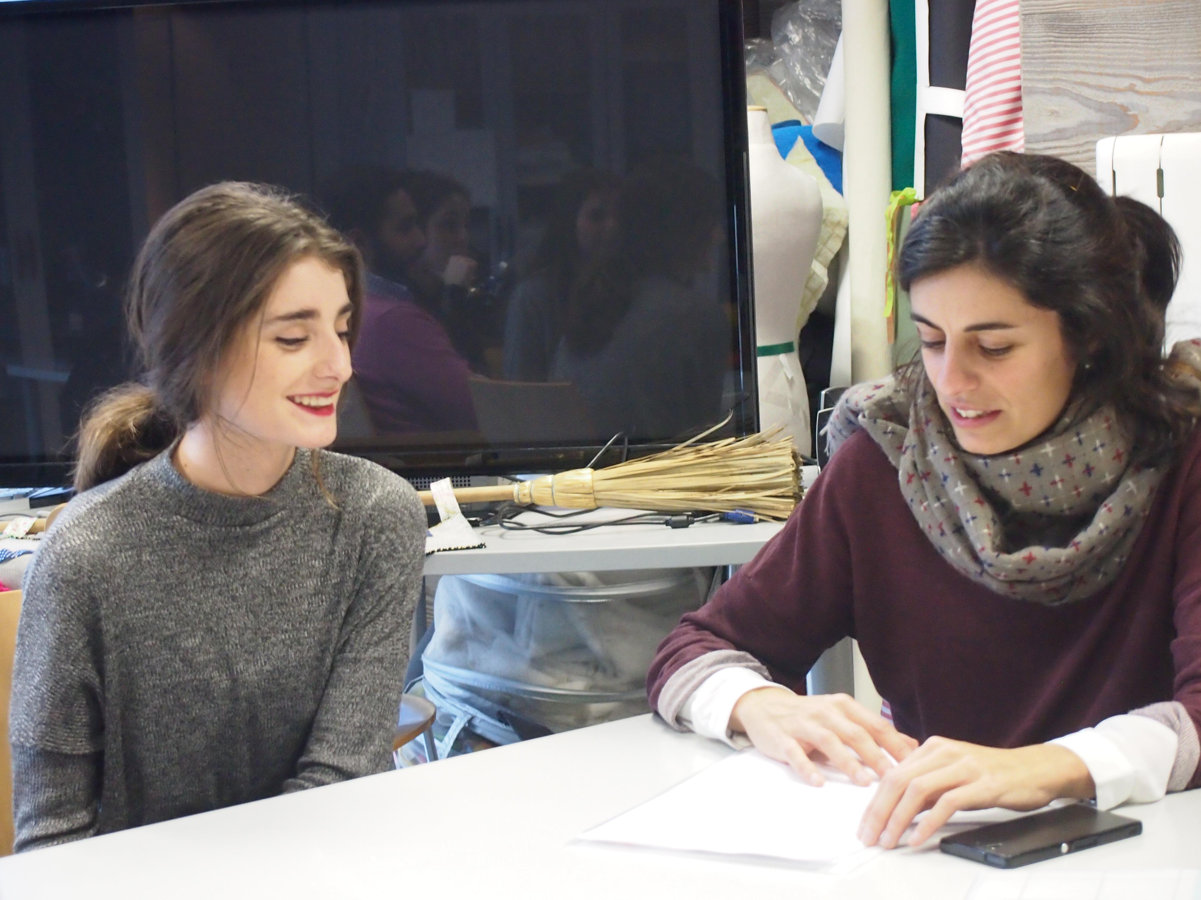Marta, alumna de 2º de Grado en Publicidad y CGModa y Pilar Miguel, directoras de Comunicación de CGModa. Foto: CGModa