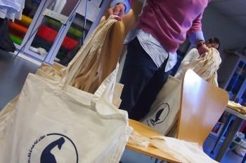 Bolsas de El Ganso para los asistentes. Foto: CGModa