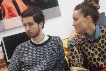 Alumnos durante la clase de modelo de negocio