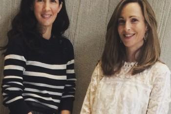 Patricia Herrera con Paloma Díaz Soloaga a la salida del Symposium