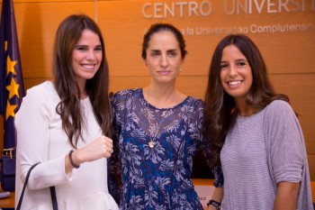 Carolina con Cristina y Gloria, antiguas alumnos de CGM