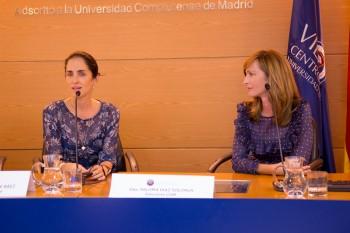 Carolina Herrera de Baez durante el encuentro con alumnos