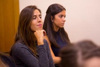 Blanca y Lorena, antiguas alumnas de CGM durante el encuentro