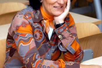 Loreto Corredoira, doctora en Ciencias de la Información, invitada al Claustro