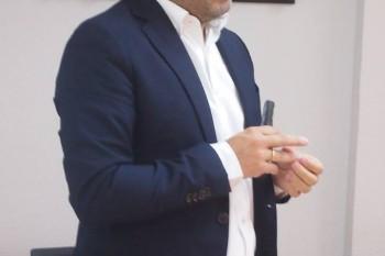 Leo Guiñazu, director de Globally, impartiendo el curso