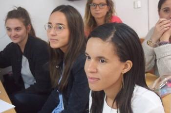 Alumnos durante las sesiones en el aula