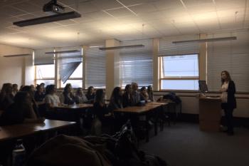 Sesión con estudiantes de grado y master pertenecientes a los estudios de Moda que tienen en GCU.