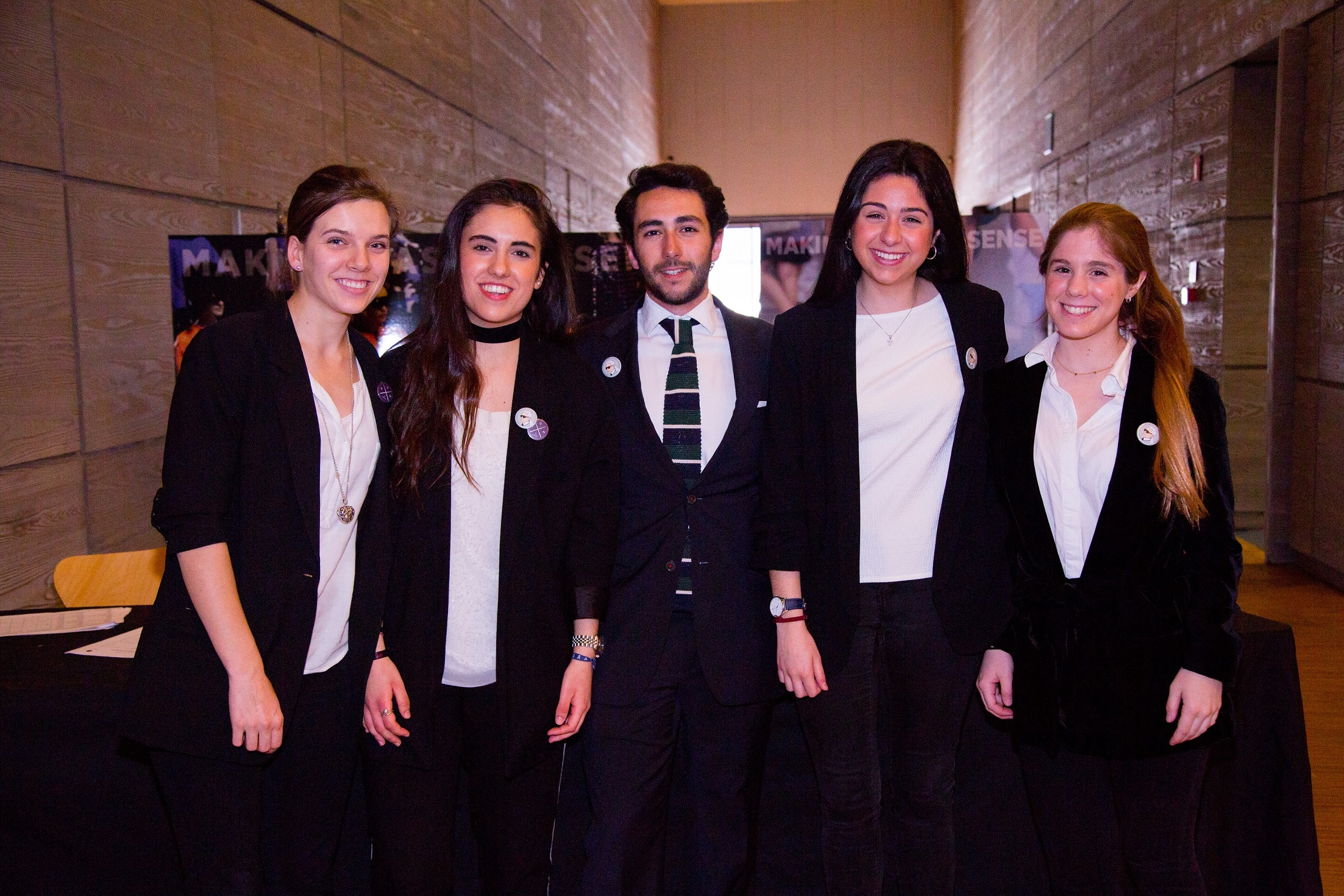 Equipo de azafatos: Anna Bachiller, Mónica Valero, Pablo Alarcón, María Belmonte y Pilar Rodríguez