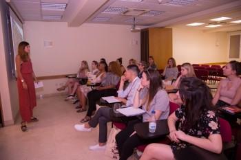 Durante las clases con profesionales de Intropia
