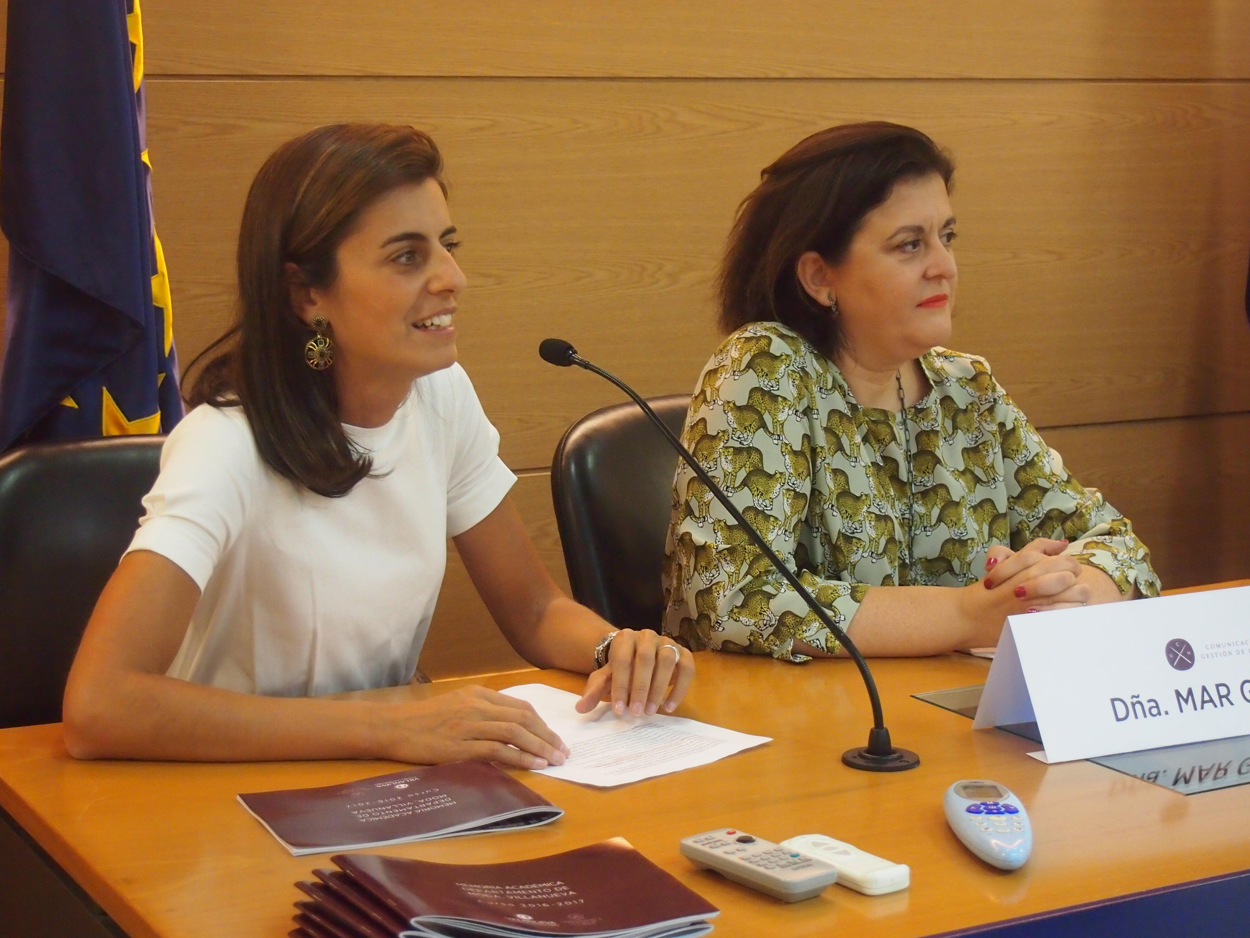 Mar Garrido y Pilar Miguel durante la presentación de la invitada
