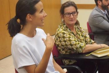 Isabel Fernández de Córdoba interviniendo en el coloquio