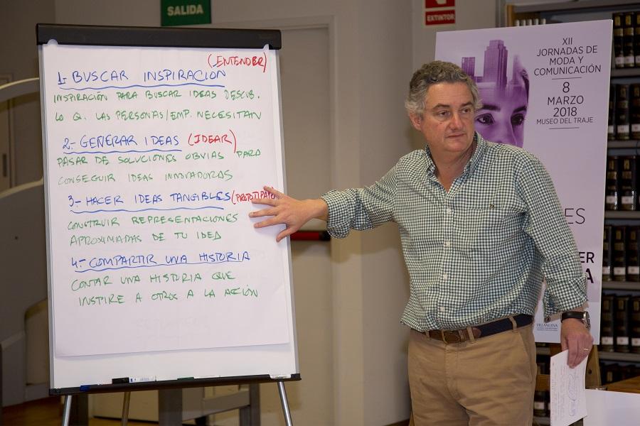 Javier de Rivera durante el Taller de Emprenmiento