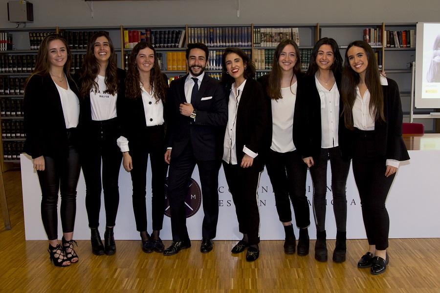 Equipo de alumnos de CGM que colaboraron en la organización de la Jornada
