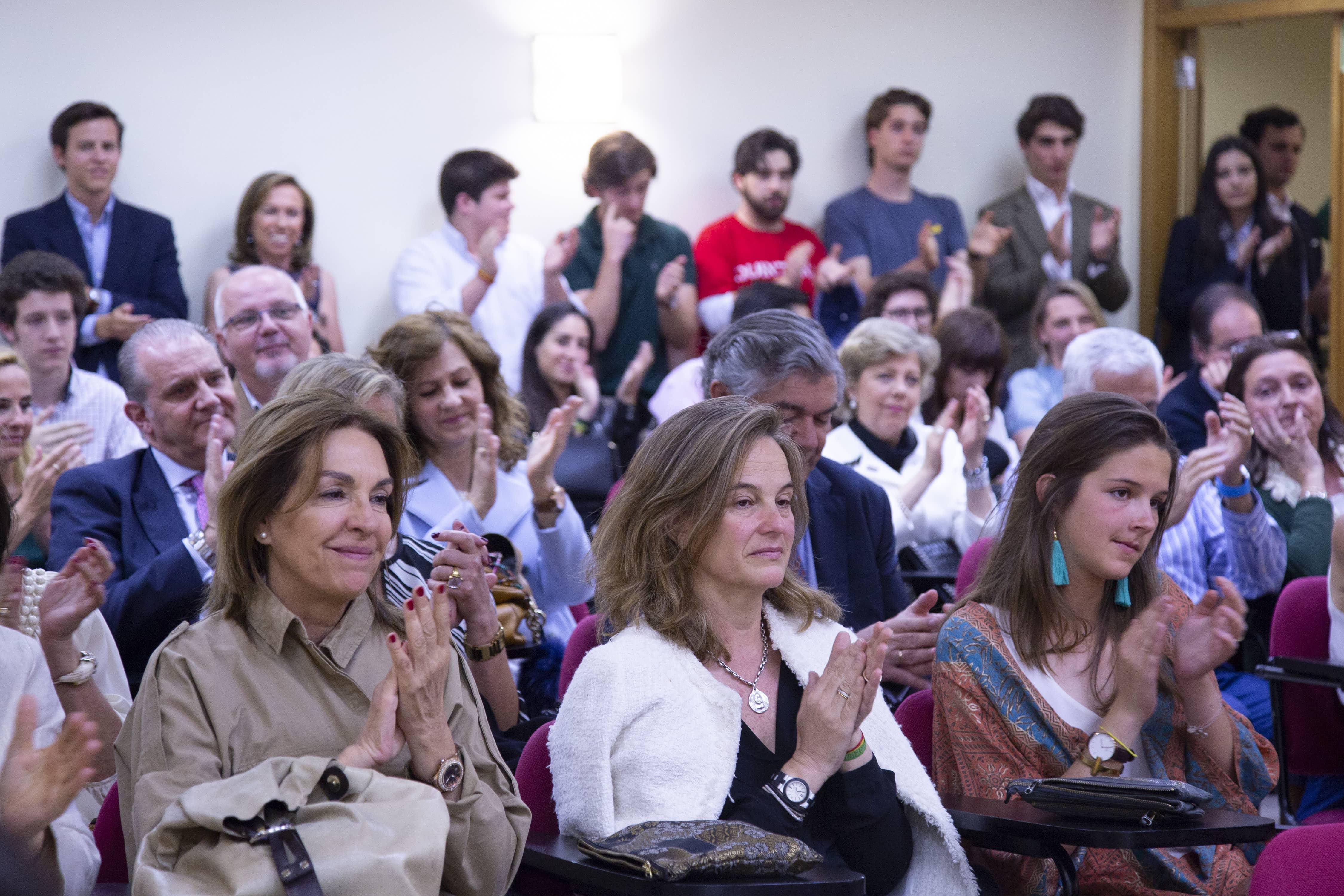 Familiares y amigos asistentes al acto de graduación