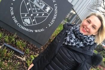 Kerstin Krause en la sede de Glasgow Caledonian University