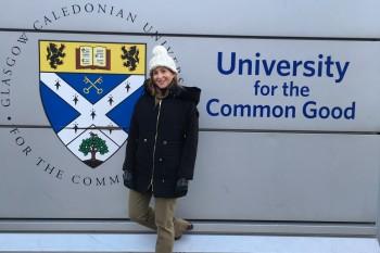 Paloma Díaz Soloaga en la sede de Glasgow Caledonian University