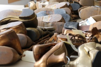 Zona de zapatería en Sastrería Cornejo