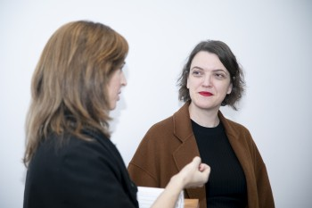 Paloma Díaz Soloaga y la periodista Carmen Melgar