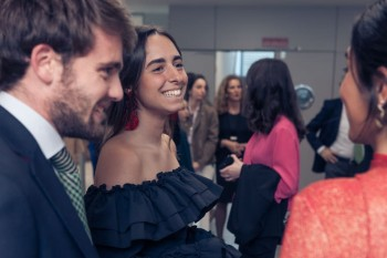 Lucía Martínez junto a Isabel Herráiz y un invitado