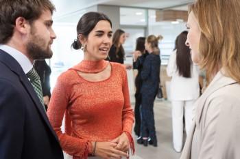 Isabel Herráiz junto a Paloma Díaz Soloaga y un invitado a la graduación