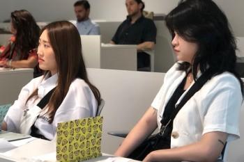 Alumnas coreanas en el curso de FRS