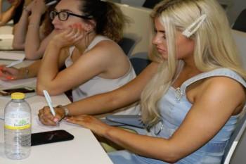 Alumnas escocesas en la sesión de Visual Merchandasing