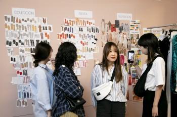 Estudiantes de FRS en el dept. de diseño de Dolores Promesas