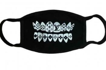 Mascarilla de Louis Vuitton con el logo de la firma