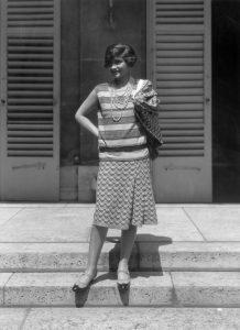 Coco Chanel con un conjunto de punto. ©️ Getty Images