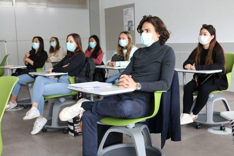 Estudiantes de EBS París